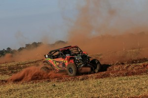 Maurício Pena Rocha a bordo do UTV Can-Am Maverick X3. Crédito: Luciano Santos/DFotos/Mundo Press