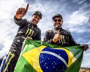 Reinaldo Varela e Gustavo Gugelmin comemoram título mundial de Rally Cross Country 2019 na categoria T3, com o UTV Can-Am Maverick X3. Crédito: MCH Photos